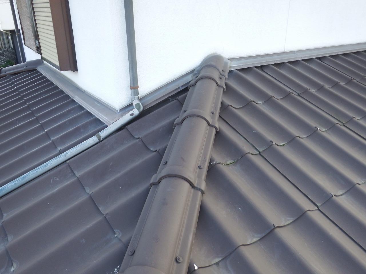 生駒市の劣化した下屋根の雨樋