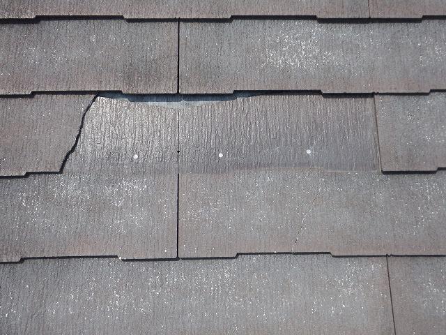 スレート屋根の割れの状態