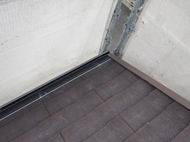 生駒市で割れたカラーベスト屋根の補修メンテナンス