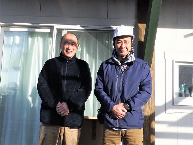 生駒市の工事完了後のお客様とのツーショット