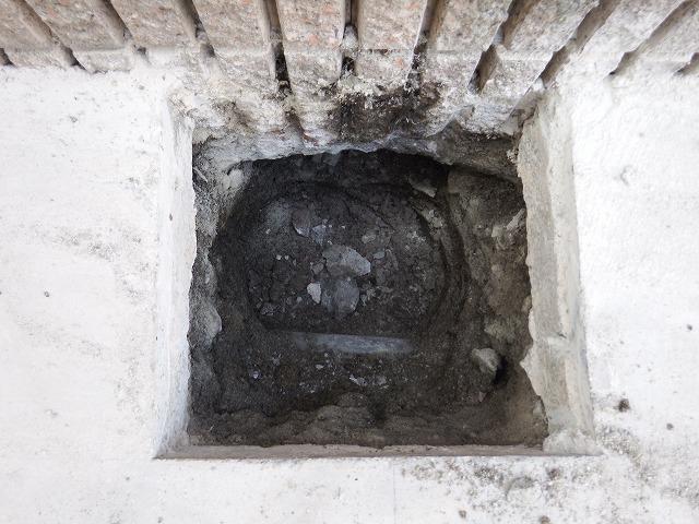 柱を取り除いた後ろの穴の状態