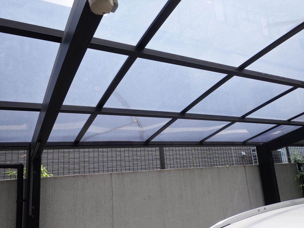 生駒市の割れたカーポート屋根