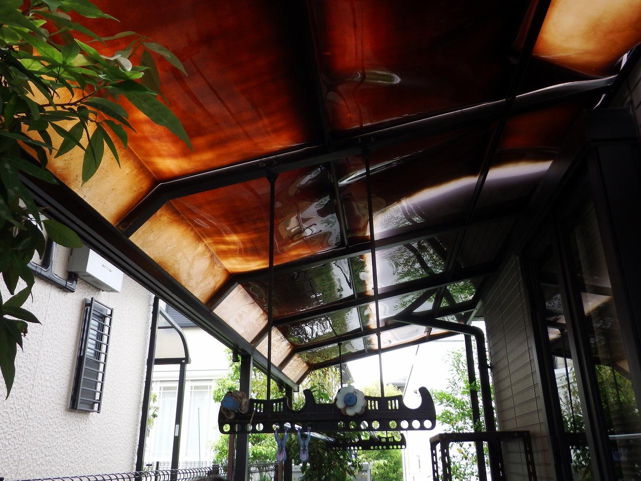 生駒市の変色したテラス屋根