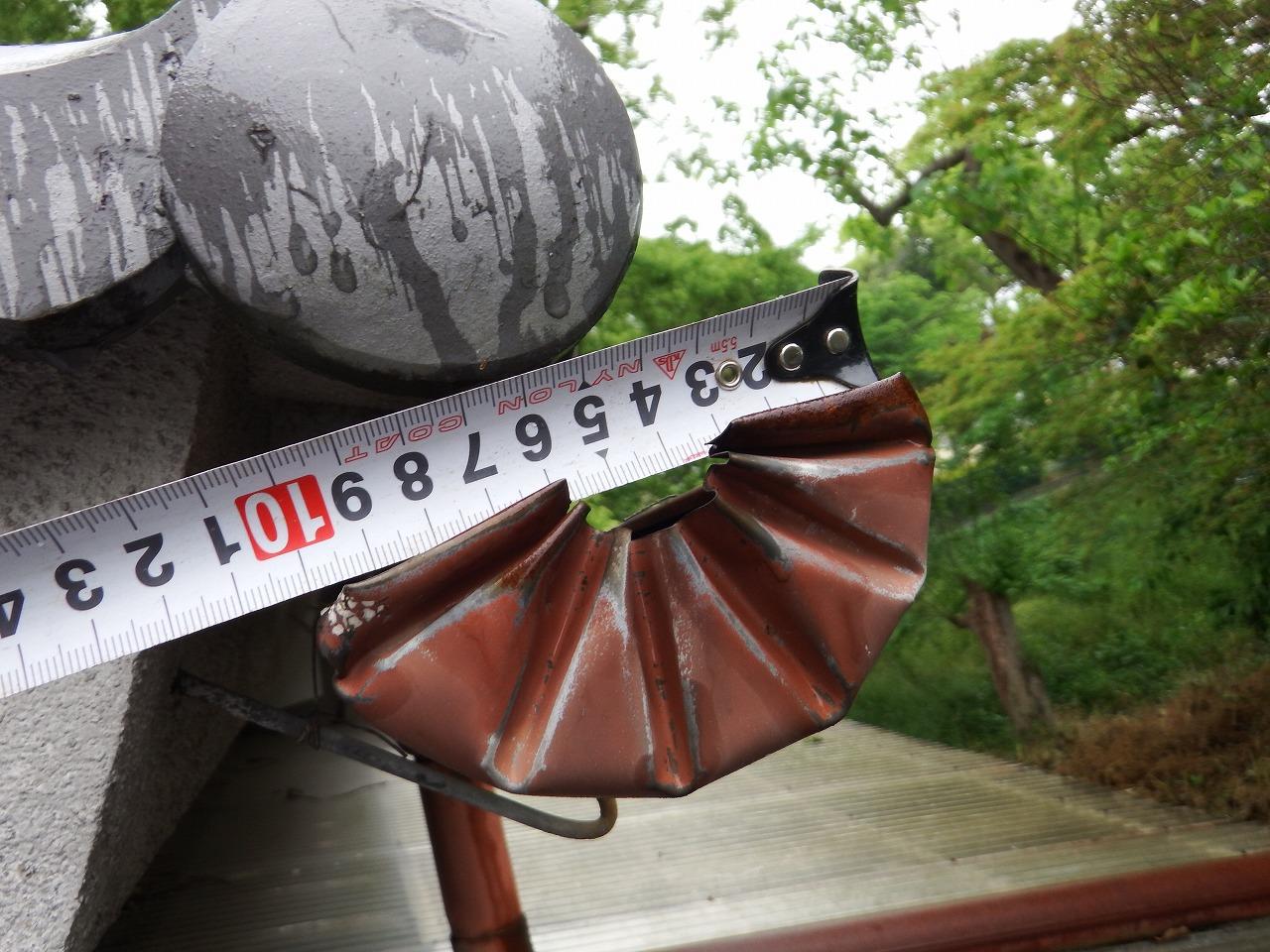 橿原市の瓦屋根の住宅の雨樋の止まりの菊絞り