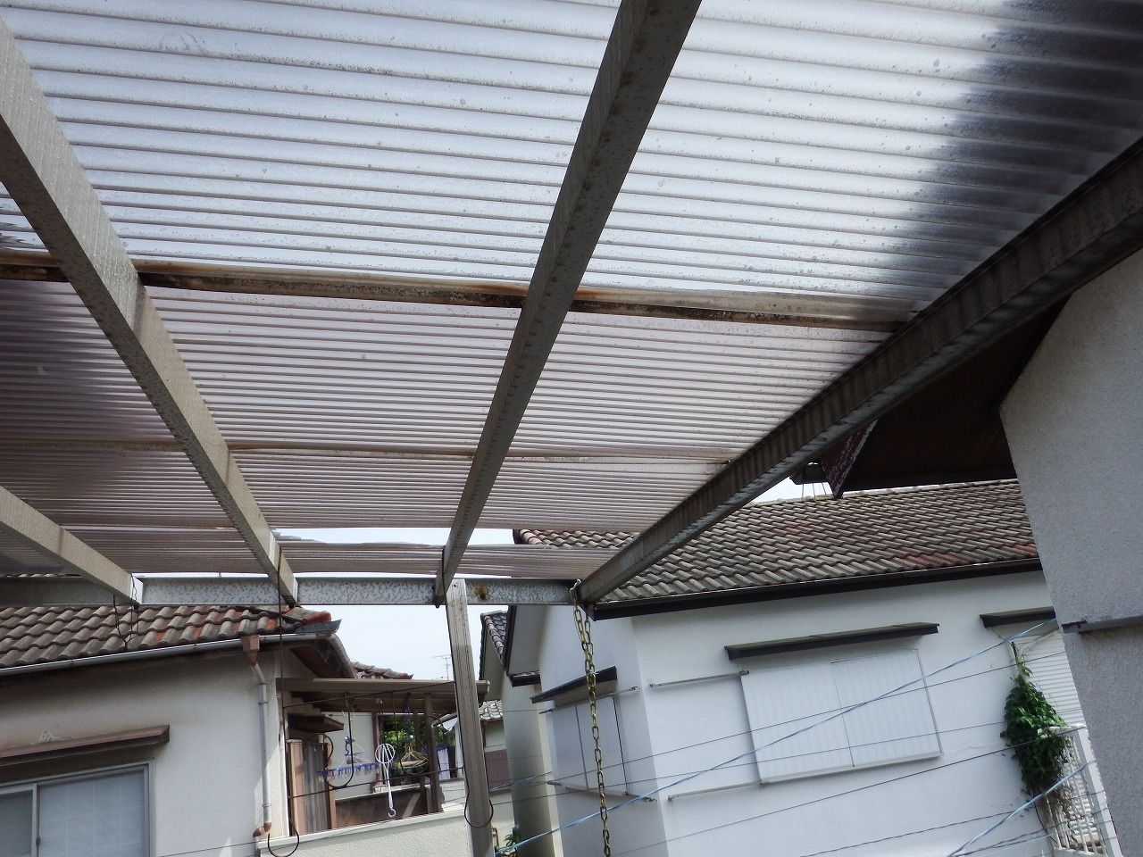 奈良市の強風で破損した波板屋根