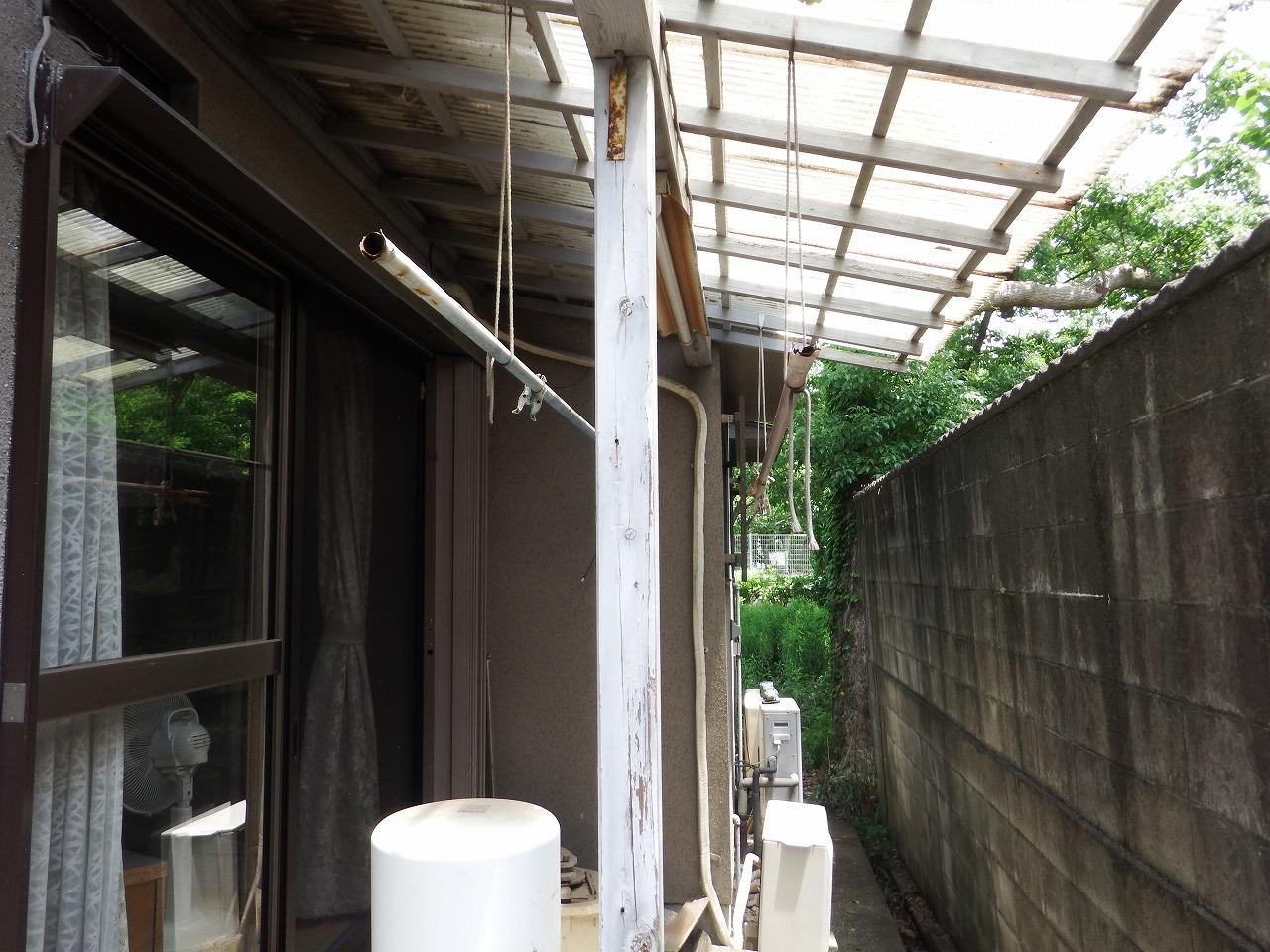 橿原市の雨樋工事、テラス屋根の雨樋撤去
