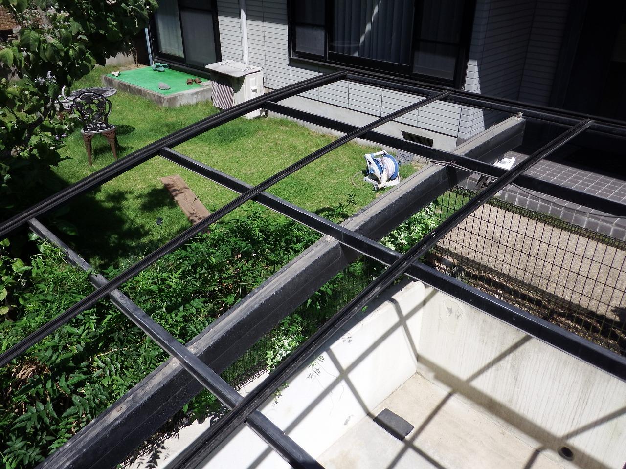 生駒市の割れたカーポート屋根撤去
