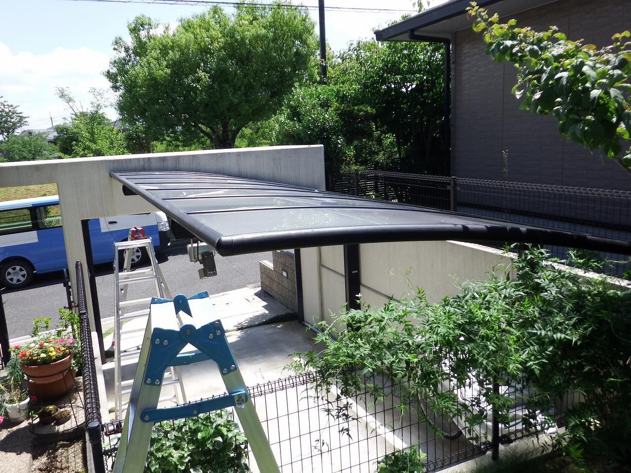 生駒市でカーポート屋根とテラス屋根を貼り替えてお喜びのお客様の声