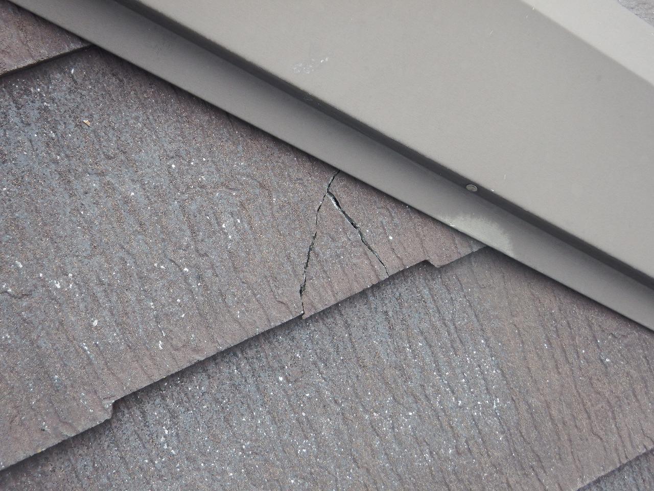 生駒市のスレート屋根、コロニアルNEOの破損