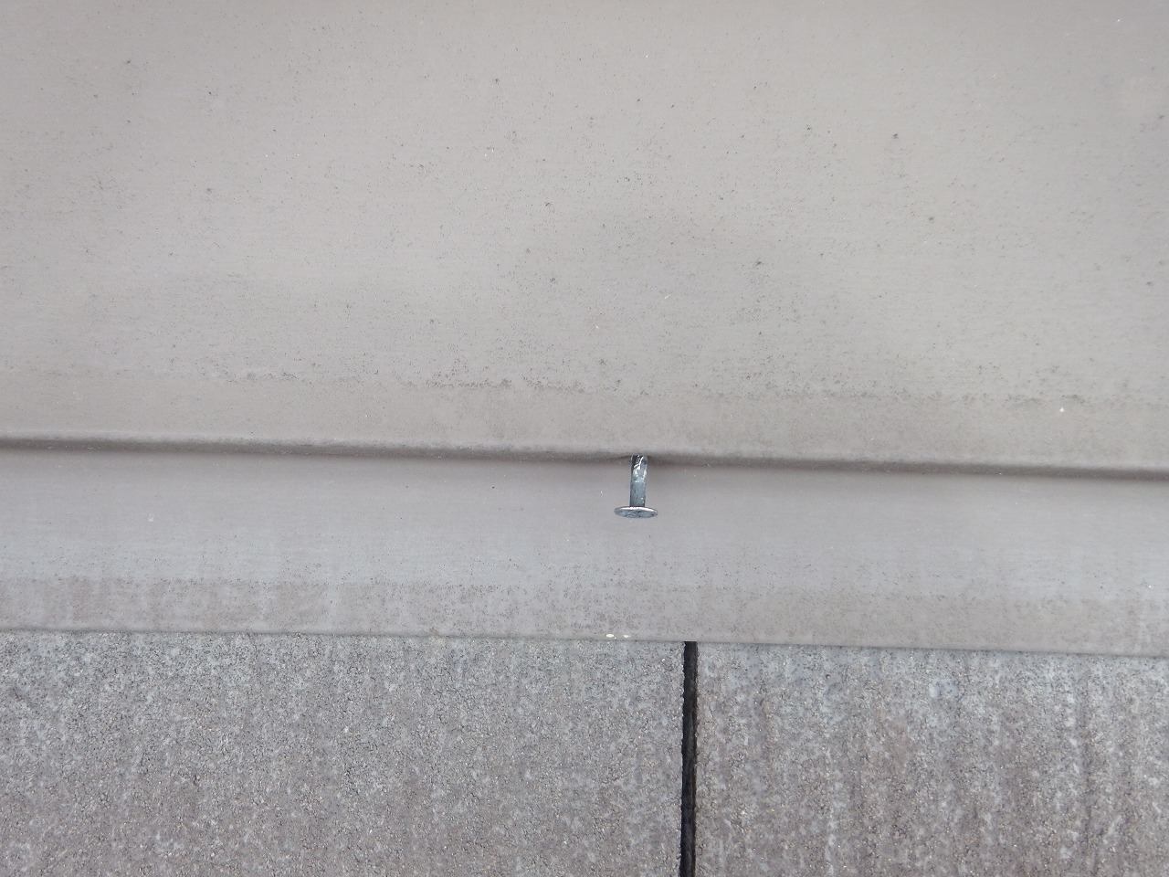 生駒市の屋根点検、棟板金の釘抜け