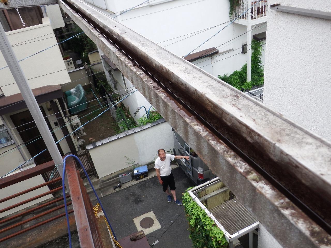 奈良市の綺麗に掃除をしたベランダ屋根の溝