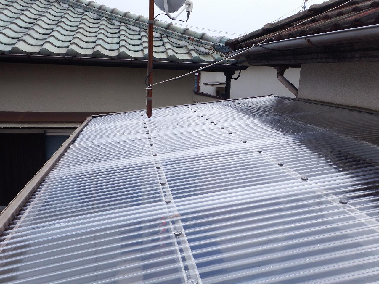 奈良市のベランダの新しいポリカ波板屋根