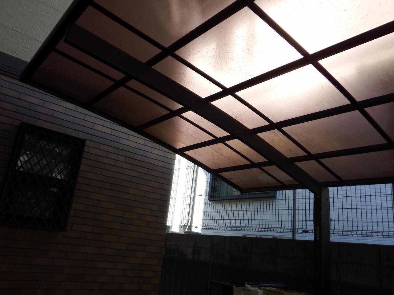 生駒市の塗装工事、隣接するカーポート