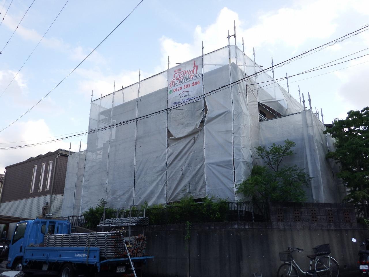 生駒市の塗装工事、メッシュシート設置