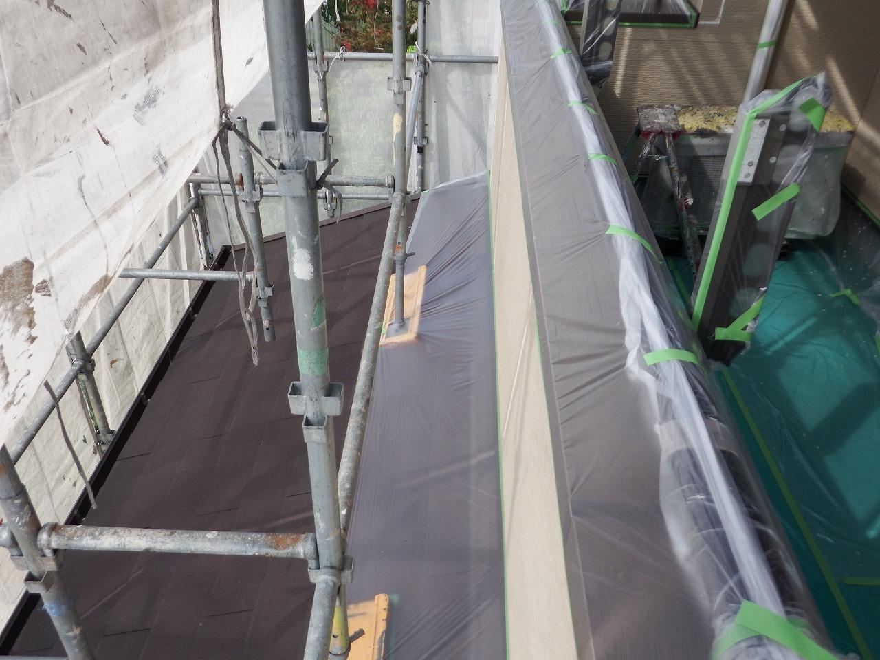 生駒市の外壁塗装工事、養生作業