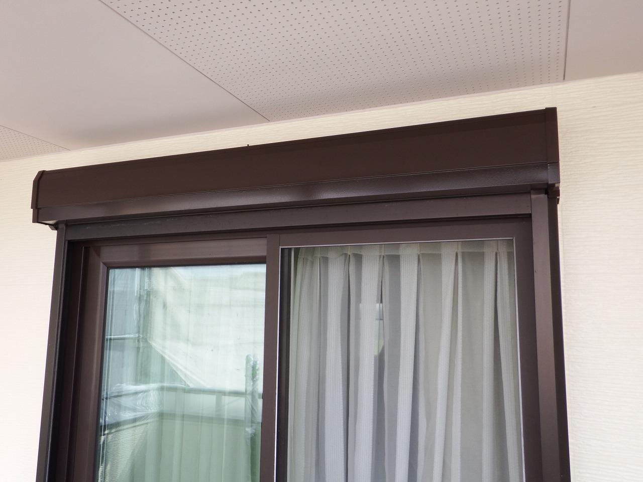 生駒市の外壁塗装工事現場でシャッターBOX塗装