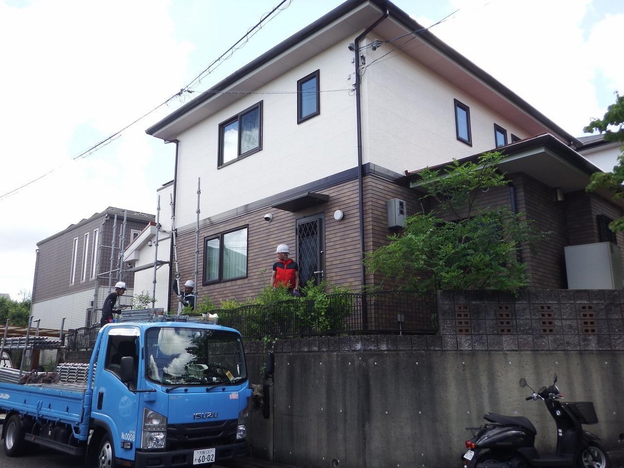 生駒市の屋根と外壁塗装工事、足場解体完了