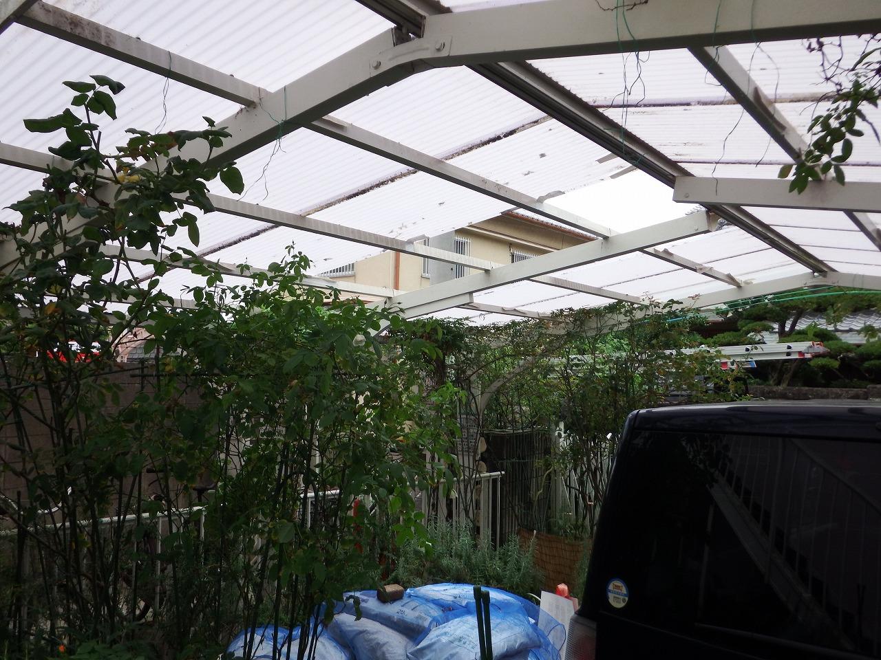 奈良市でカーポートの波板屋根を全面交換、耐久性の高いポリカ製に