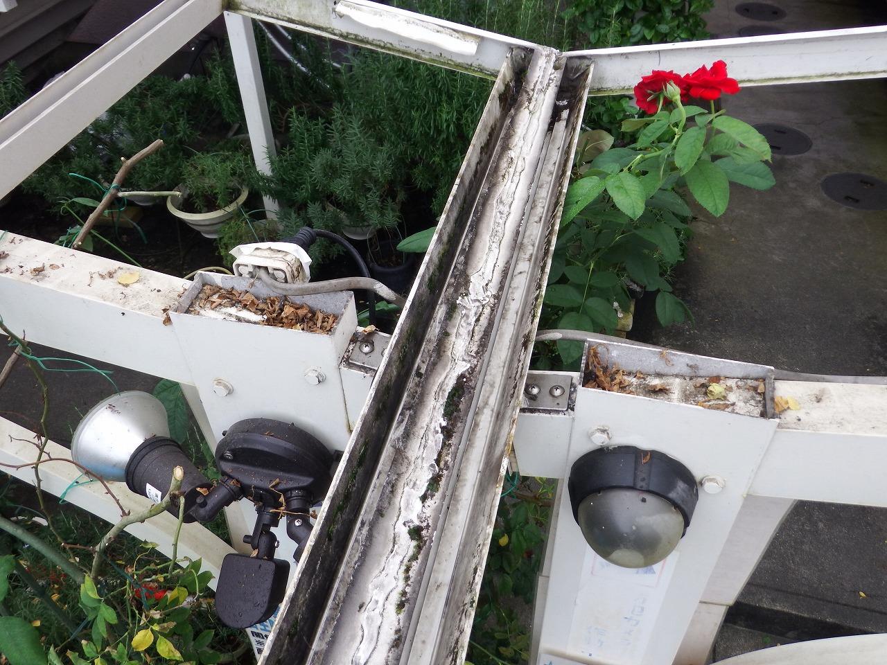 奈良市でカーポート屋根の基礎清掃後