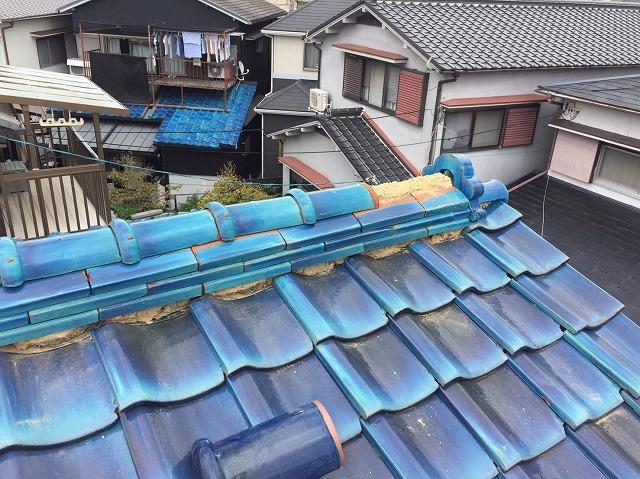 生駒市で青緑和瓦屋根の欠けたりズレたり剥がれた部分の修繕工事