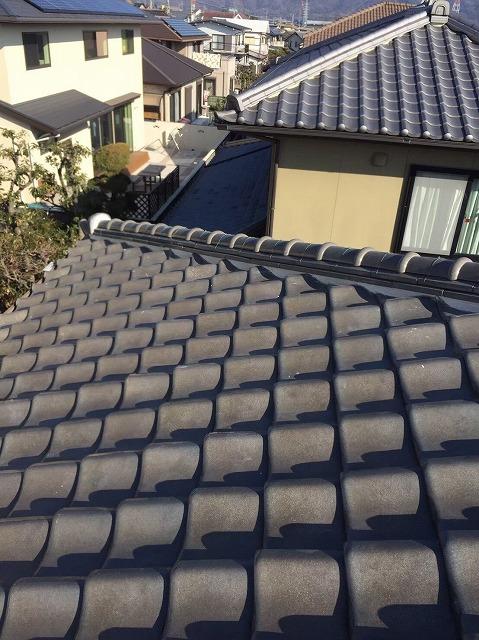 川西町の瓦屋根の棟瓦の漆喰詰め直し