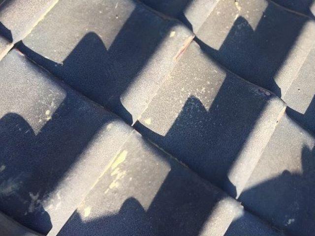 川西町の瓦屋根の割れた平瓦の差し替え