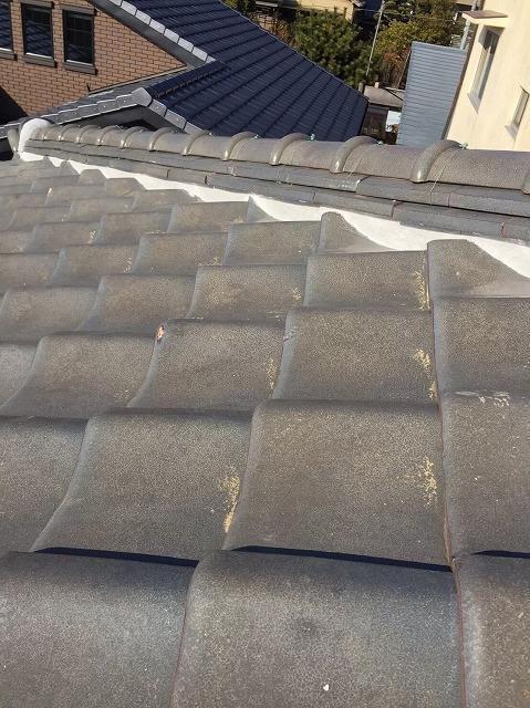 川西町の瓦屋根の隅棟の漆喰