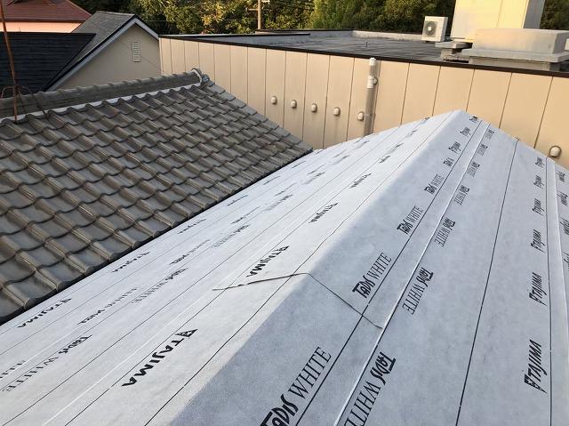 奈良市の屋根下地にルーフィング(防水紙)を設置