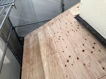 新しい野地板を設置