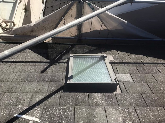 天理市のスレート屋根をカバー工法で補修