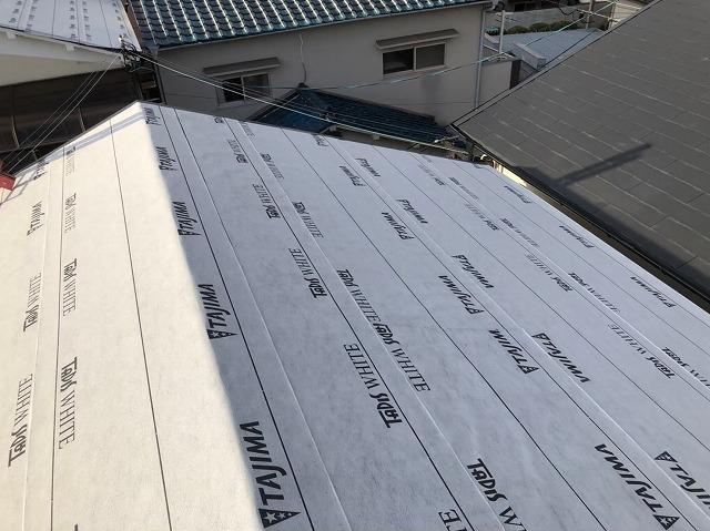 天理市の雨漏り修理で防水紙を敷いた様子