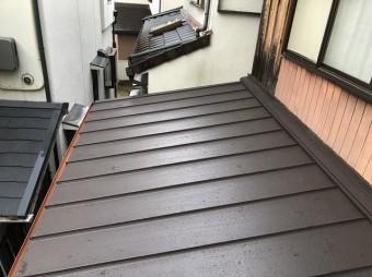 アスファルトシングルから立平葺き屋根へ