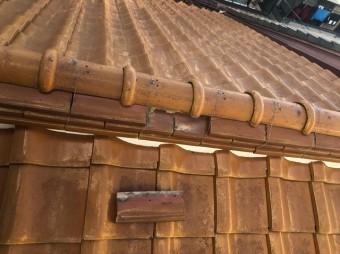 葛城市で棟瓦の取れの様子