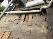 王寺町の屋根材の撤去作業