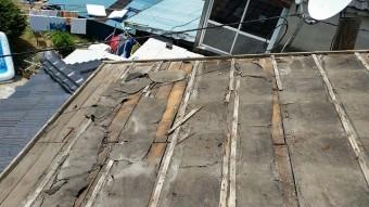セメント瓦撤去の様子