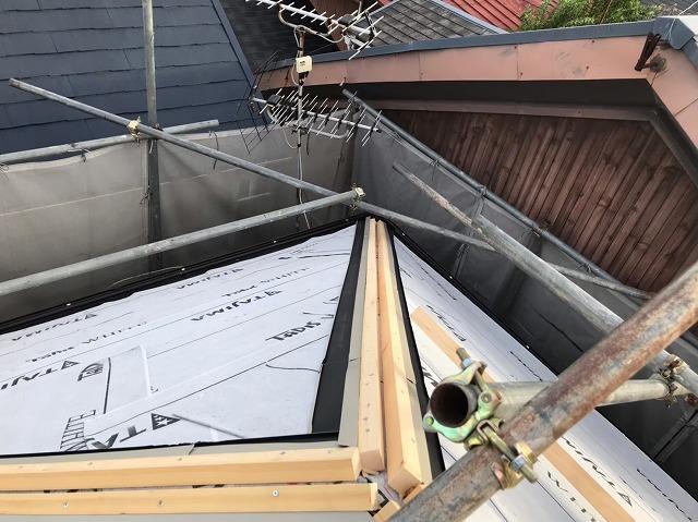 五條市の屋根に水切り板金