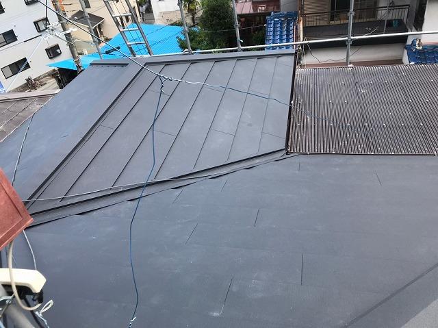 黒いガルテクト設置で屋根完成