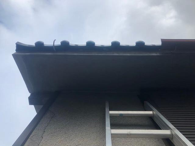 香芝市 青色釉薬瓦屋根 雨樋交換 施工前