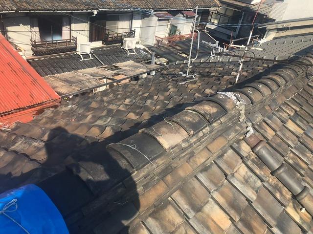切妻屋根の棟瓦