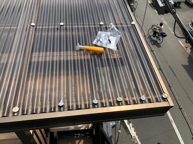 奈良市の屋根葺き替え工事のベランダの波板