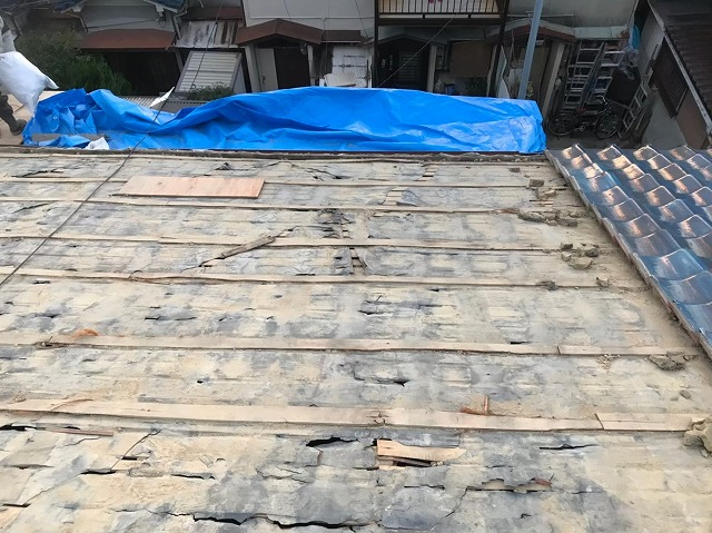 奈良市 長屋の釉薬瓦屋根 葺き土撤去