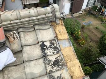 葺き土を敷き直して屋根修繕