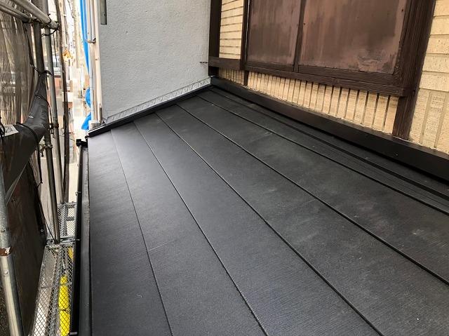 奈良市の屋根葺き替え工事の下屋根にスーパーガルテクトを設置