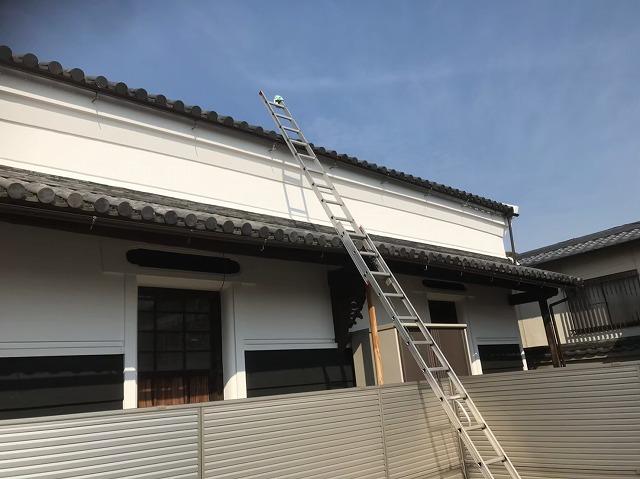 生駒市で歪みが出てしまっていた雨樋を新しく交換していく工事