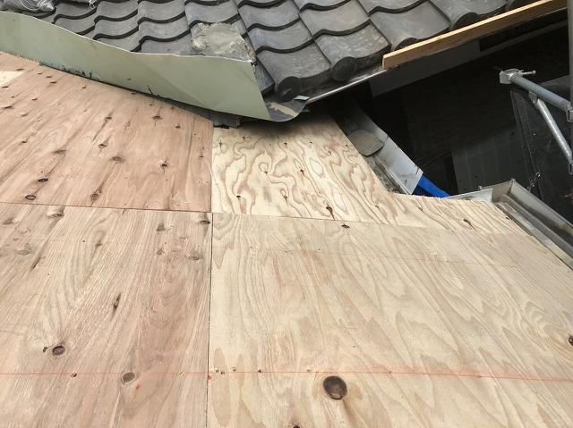 奈良市の複合屋根の谷樋施工