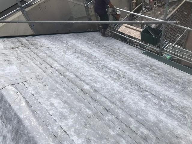 天理市で屋根の平部に防水紙設置