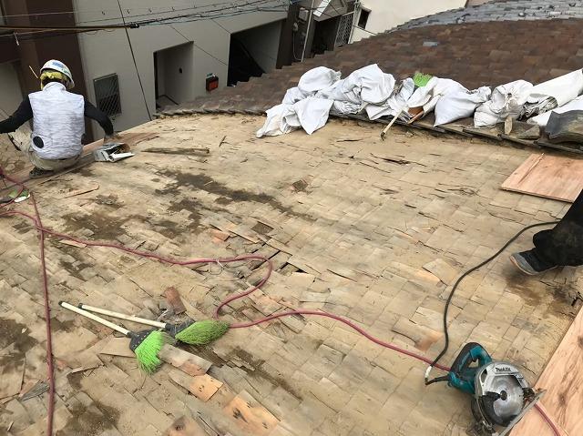 奈良市の葺き替え工事の既存の野地板