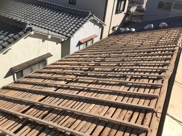 奈良市の長屋のリフォーム工事中、瓦屋根の不陸調整