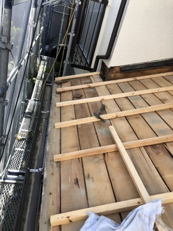 下屋を垂木でかさ上げ