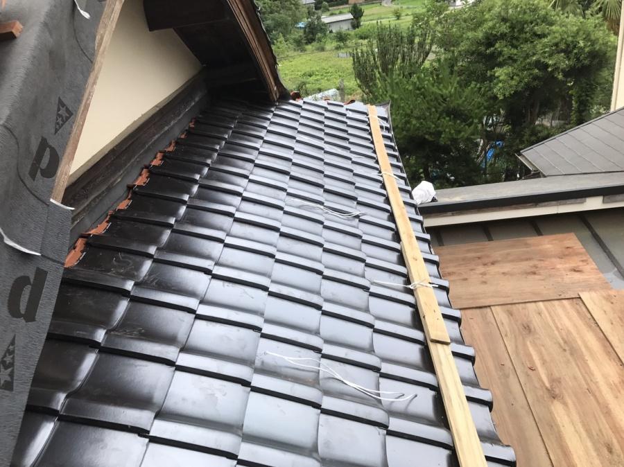 瓦設置の屋根